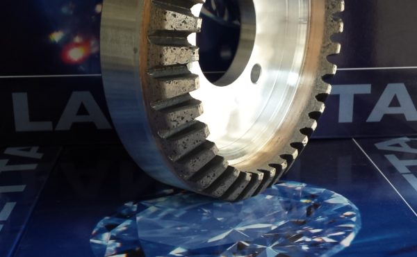 Sector and continuous grinding wheels